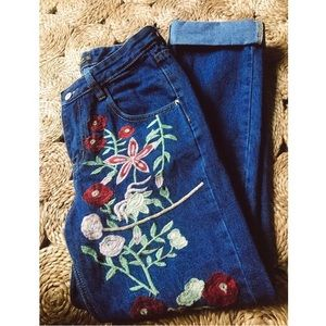 ✰ Floral Embroidered Cuff Jeans ✰